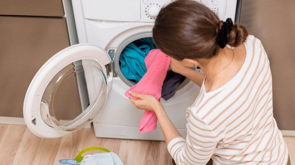 How to Wash Clothes in Automatic & Semi-automatic Washing Machine